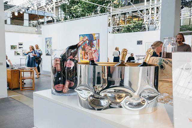 I weekenden hjalp vi også champagnehuset @ruinart med brand activation på kunstmessen @codeartfair #ruinart #codeartfair #codeart