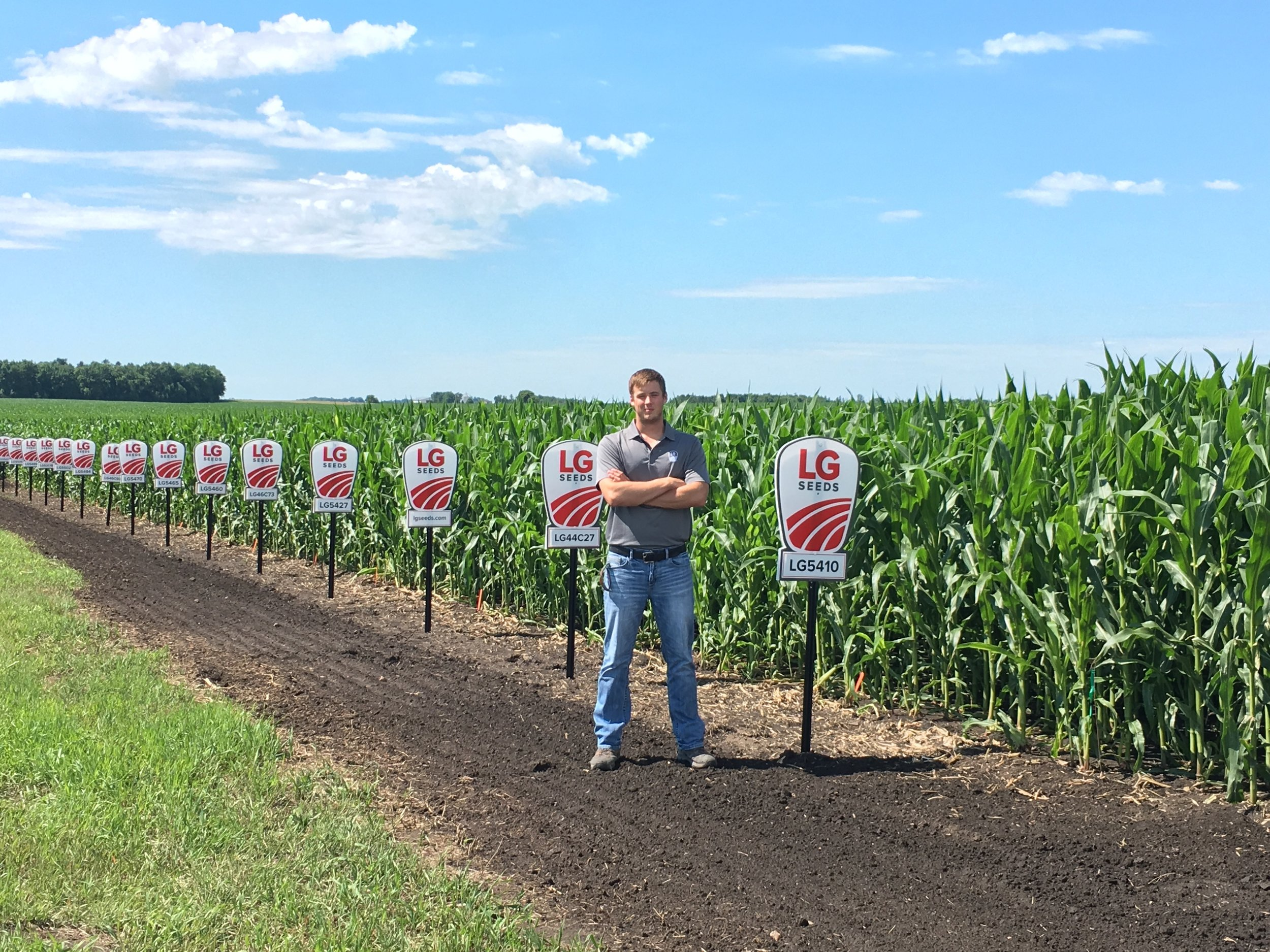 PHASE 2: FALL - During the fall, you will sell to 10 growers from your summer prospect list. You will also sign your dealer agreement, utilize the SAM Team to build your business, map and create Seed Plans for 10 fields in Advantage Acre and more.
