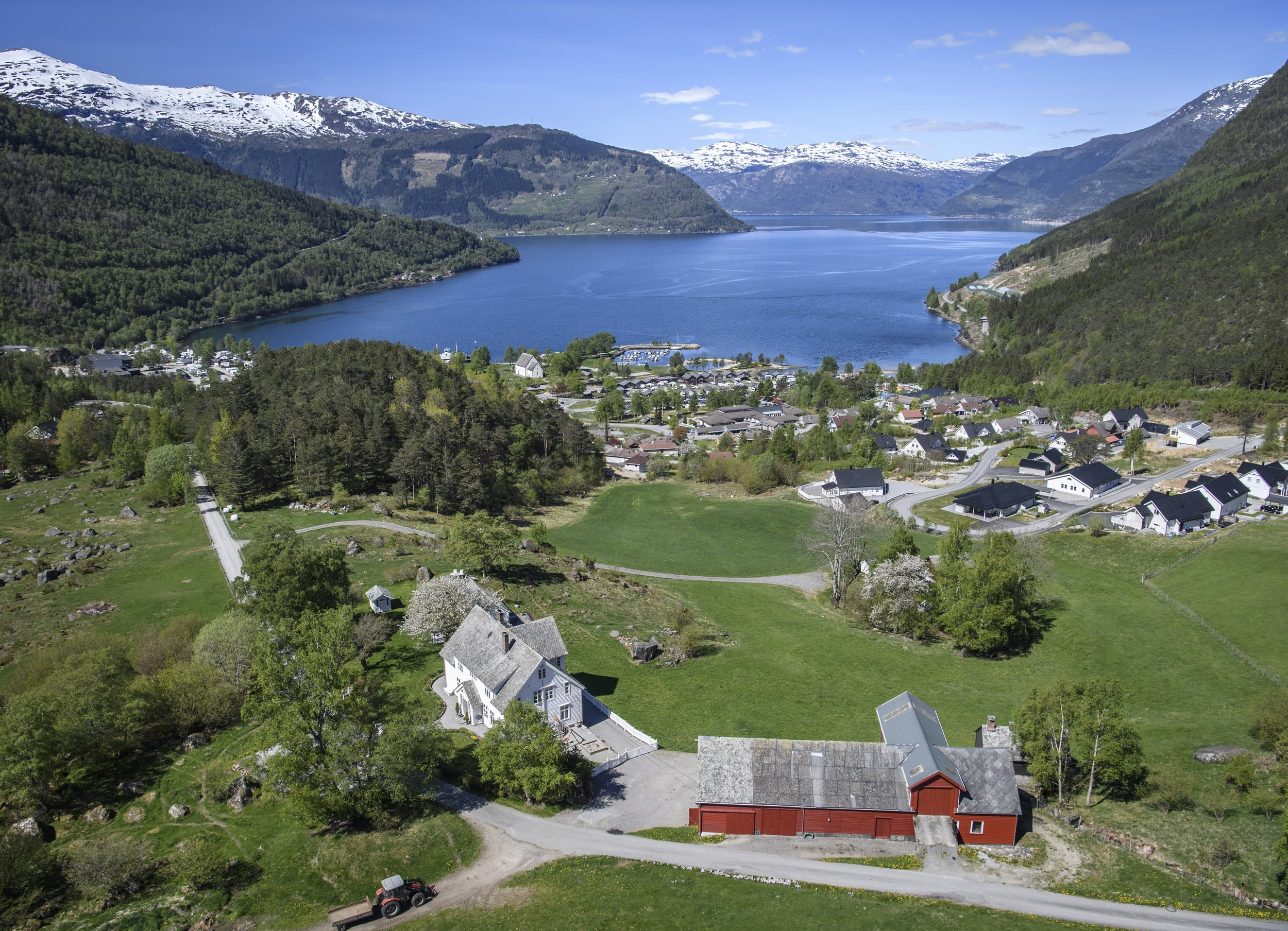 Huse Kinsarvik Overblikk.jpg