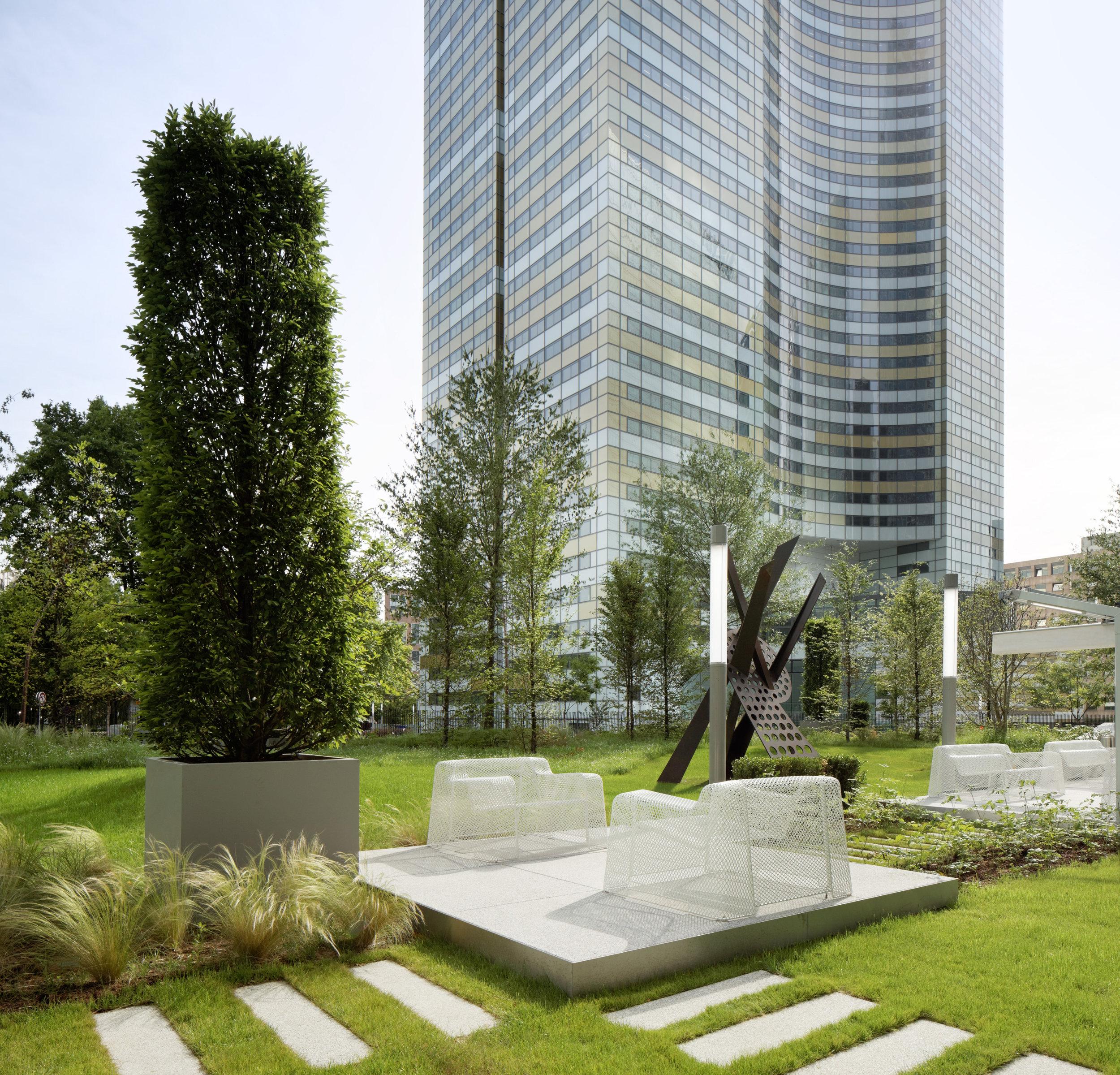 europlaza_tower_paris_la_defense_terraces_gardens_christophe_gautrand_landscape_outdoor_designer_9.jpg