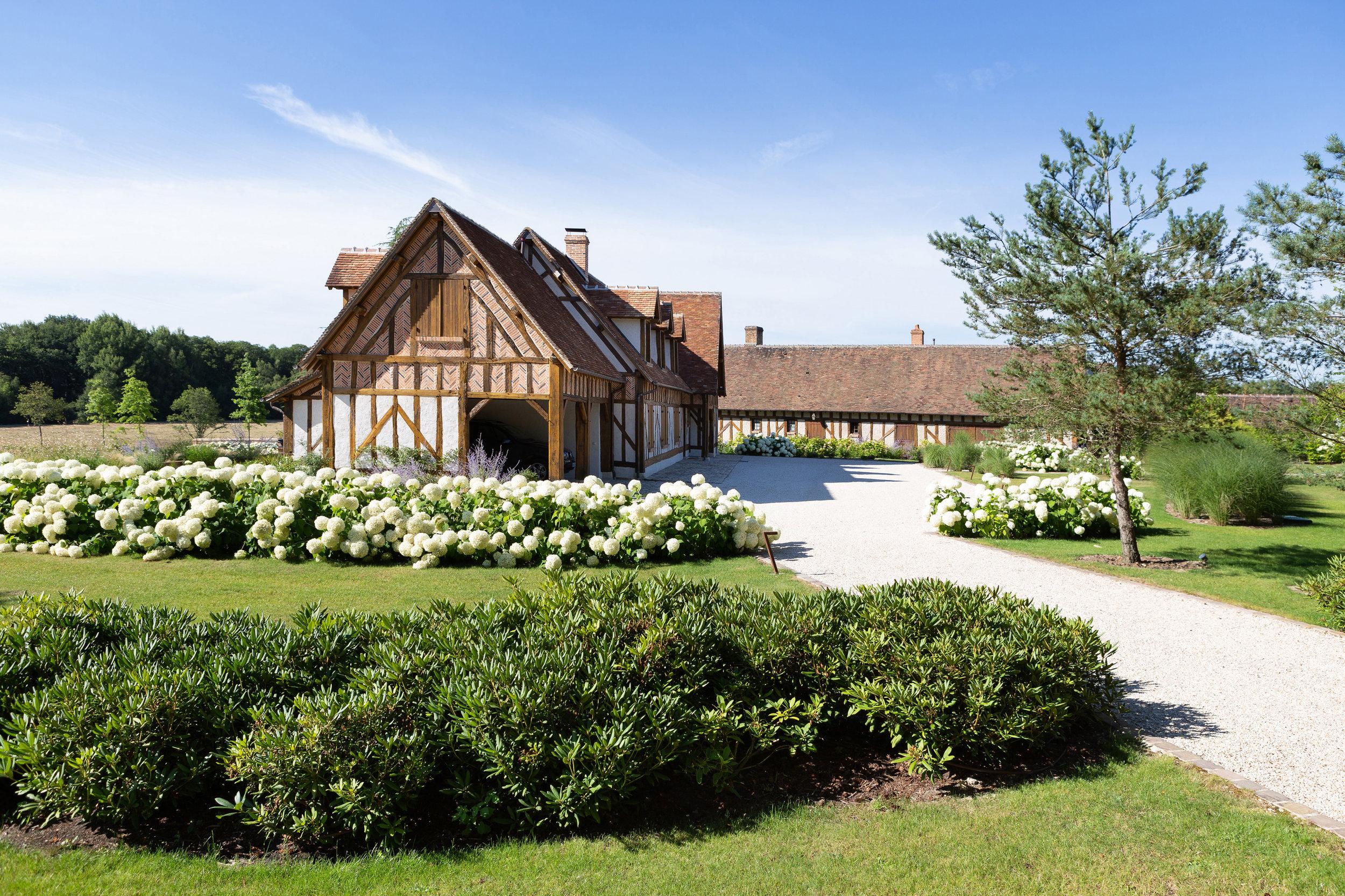 vouzon_private_garden_terraces_gardens_christophe_gautrand_landscape_outdoor_designer_3.jpg
