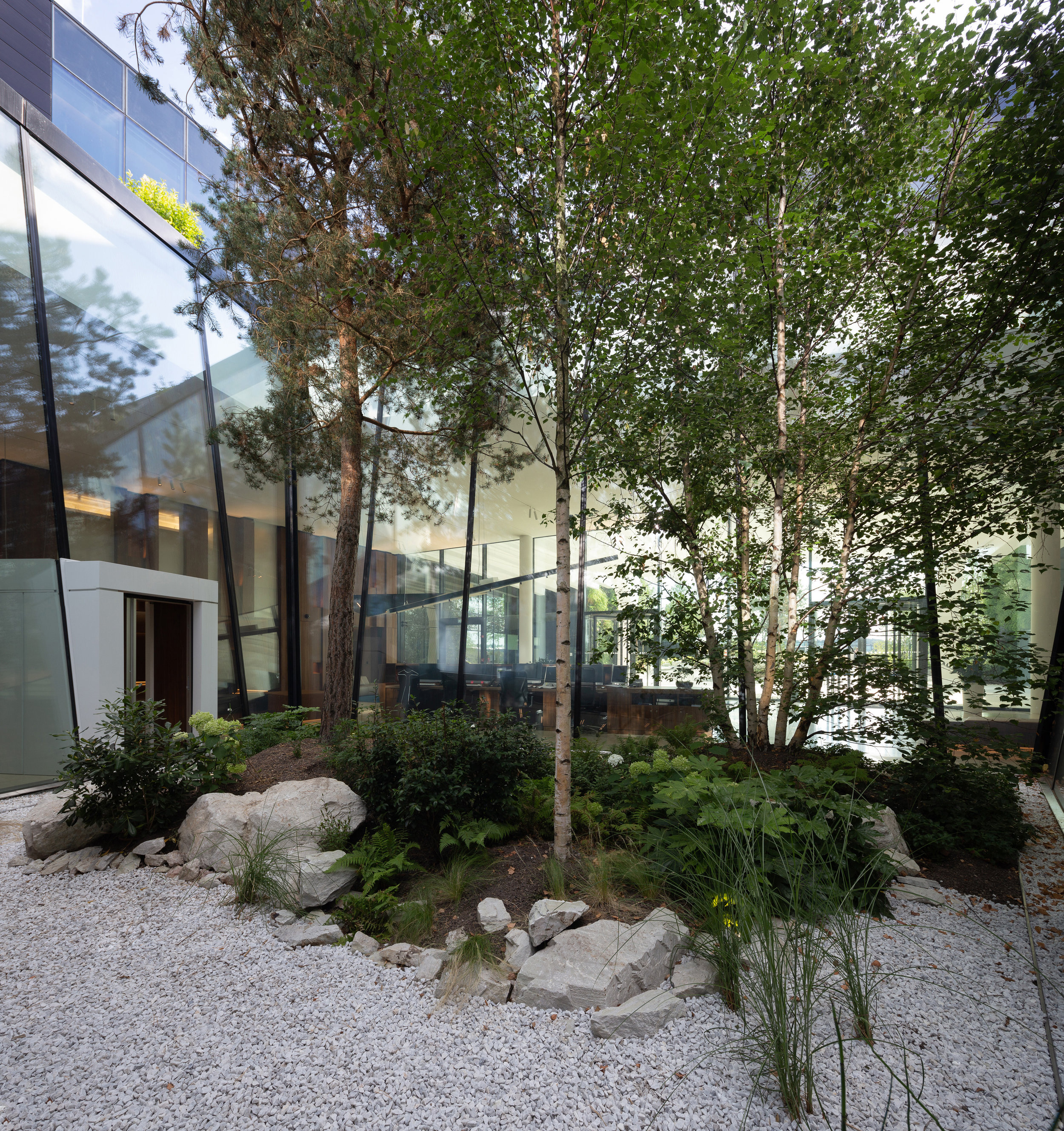 office_foyer_insurance_luxembourg_outdoor_landscape_designer_christophe_gautrand_5.jpg