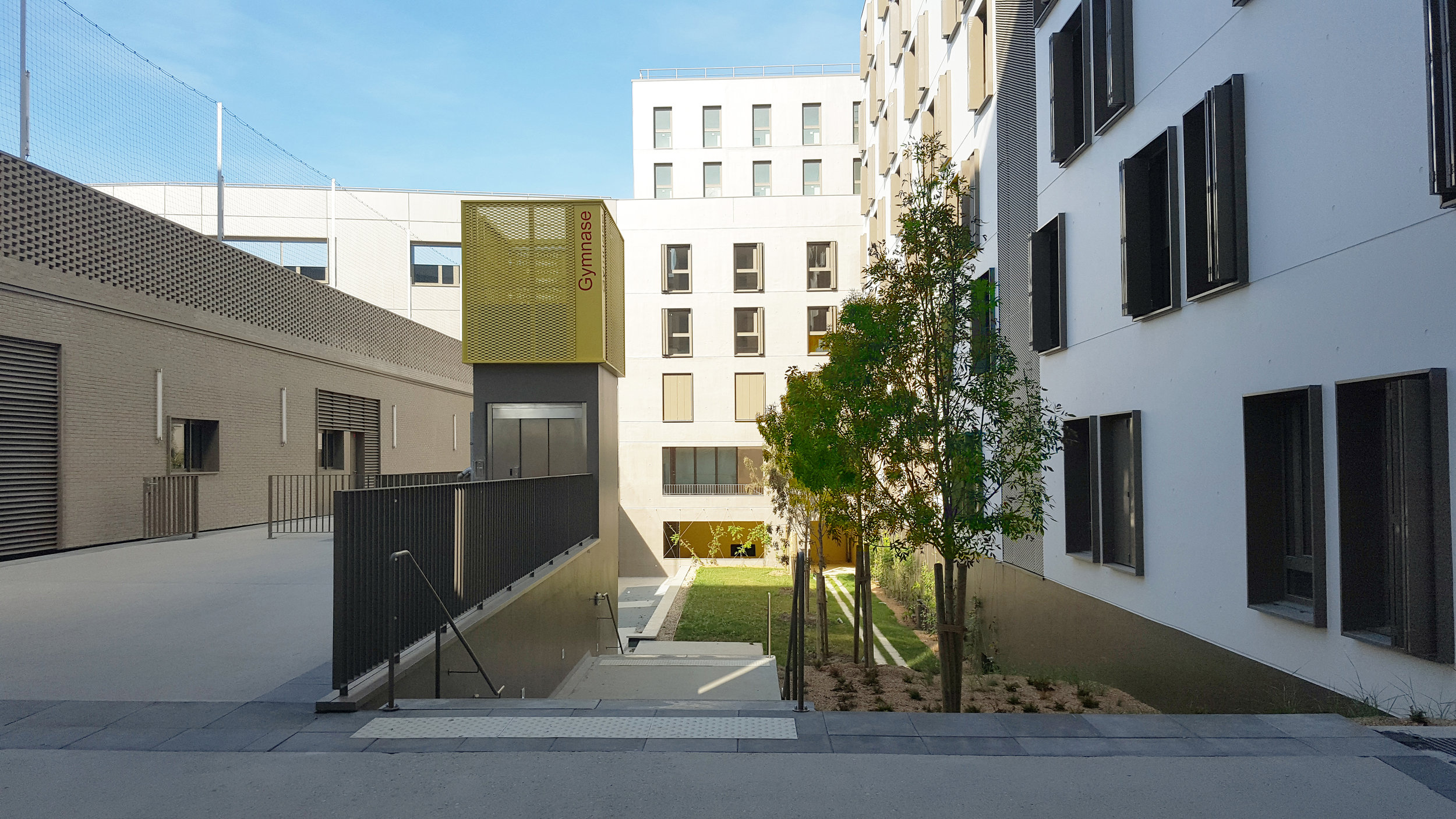 montjoie_school_group_saint_denis_public_outdoor_design_christophe_gautrand_landscape_3.jpg