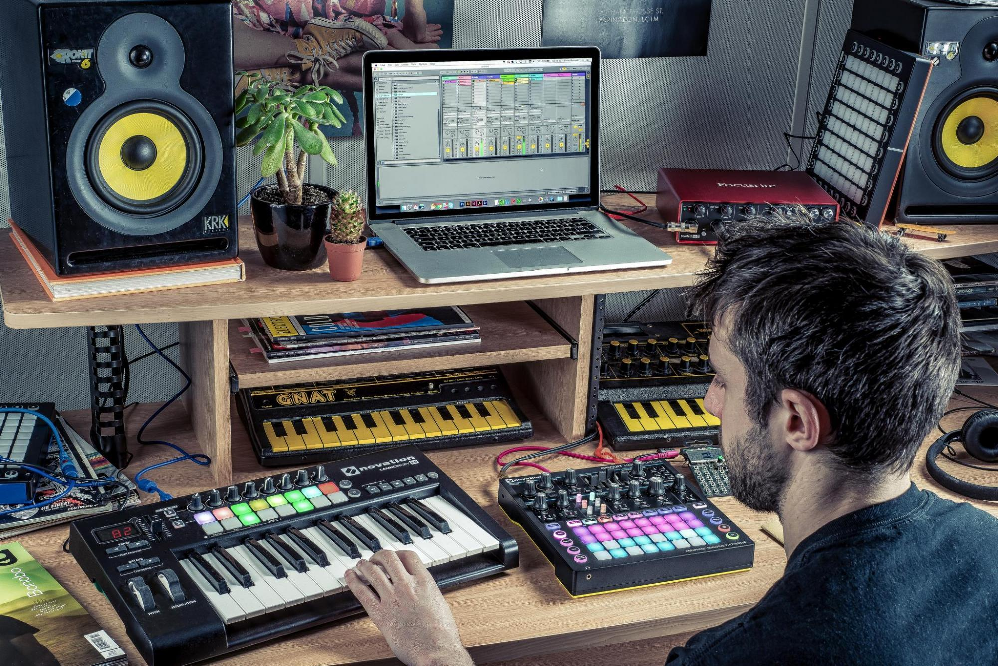 NOVATION Circuit Mono Station - So filthy it'll hook-up with anything...