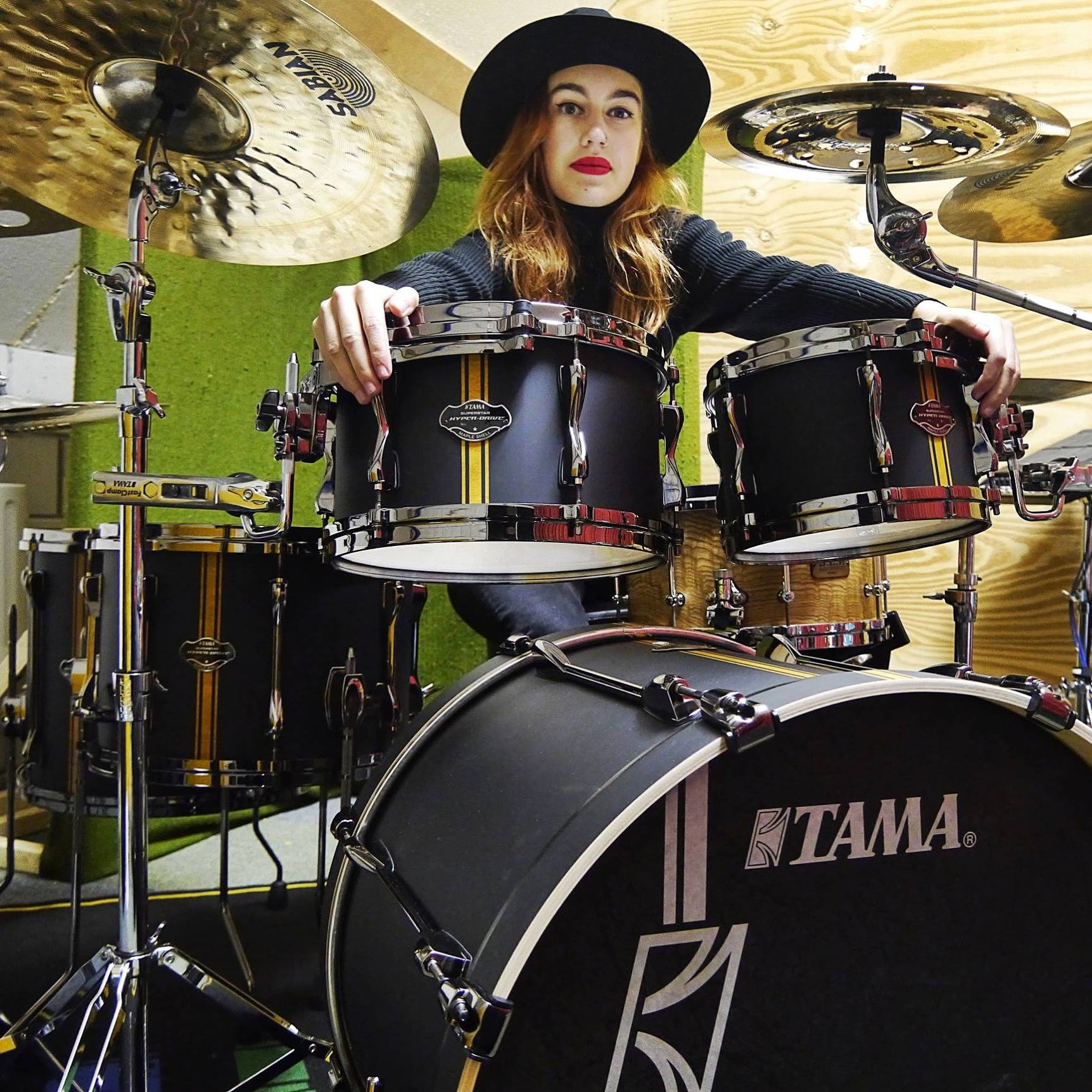 Mira BurgersSabian - Mira Burgers is the drummer in the band Down South. She's also a music composer and teacher.https://www.facebook.com/mira.burgershttps://www.instagram.com/miradrumt/https://www.miraburgers.nl