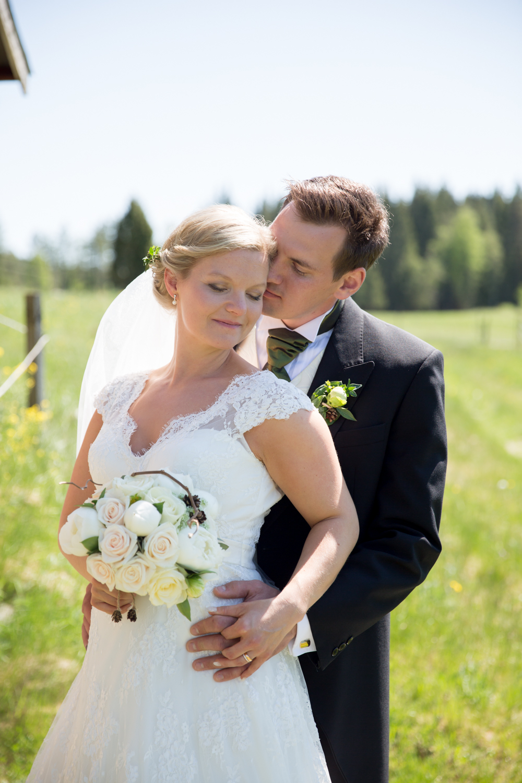 Fotografmatilda_tranemo_bröllopsfoto_fotografering_mossebokyrka_tranemo_brudbukett_brudklänning-13.jpg