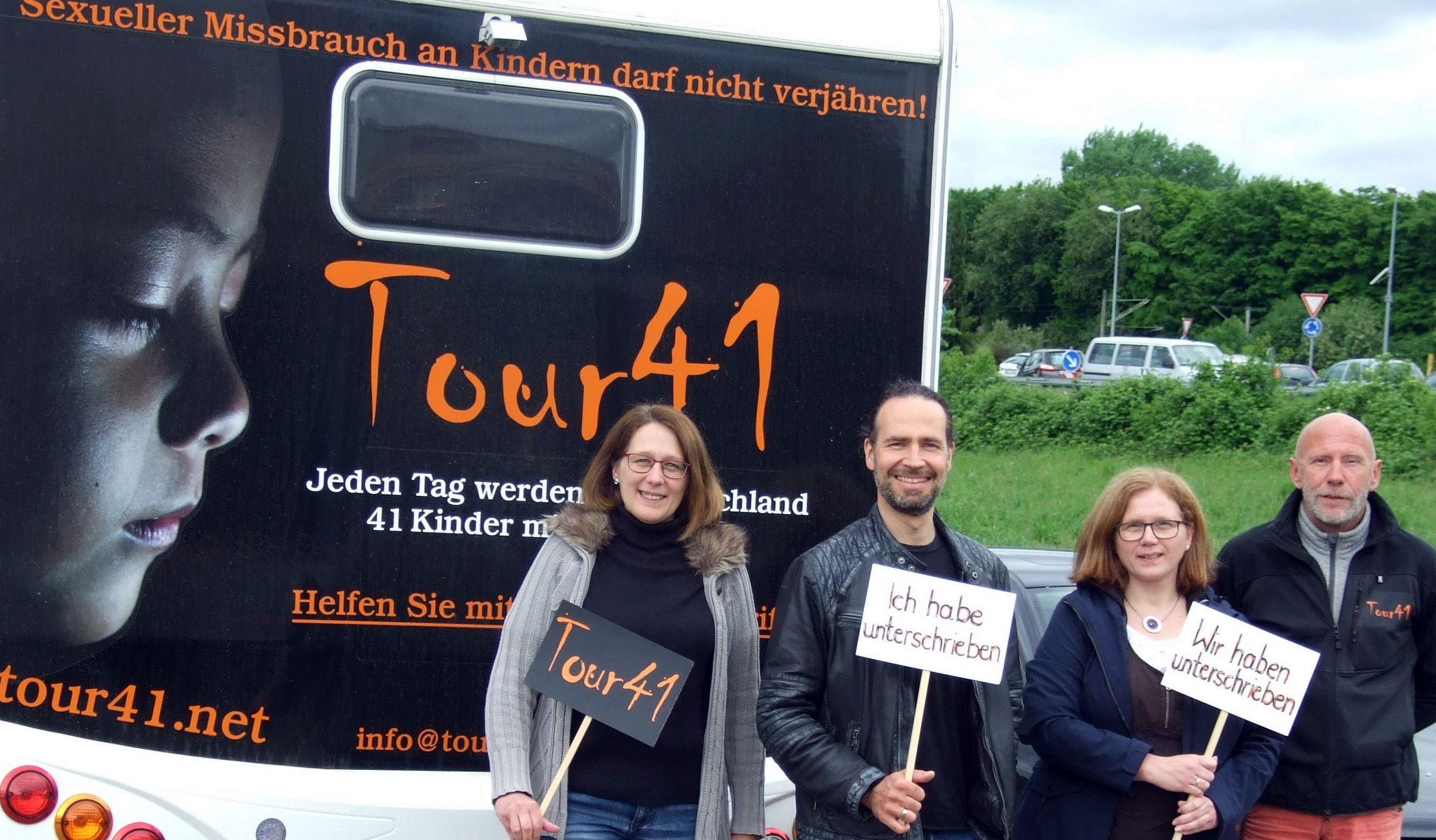 Unterschreiben ist auch online möglich, hier der Link:  tour41.net .