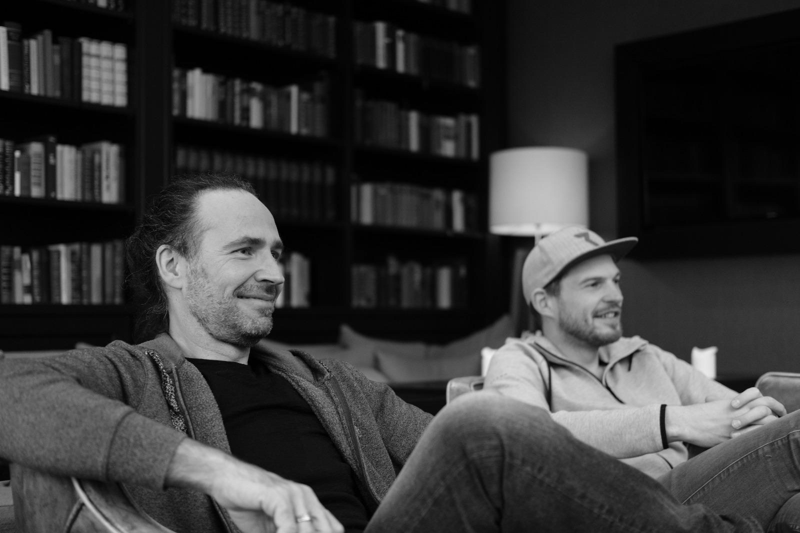 Gemeinsam musikalisch unterwegs: Tobi Hebbelmann und Eddi Hüneke (Foto: Tom Bischof)