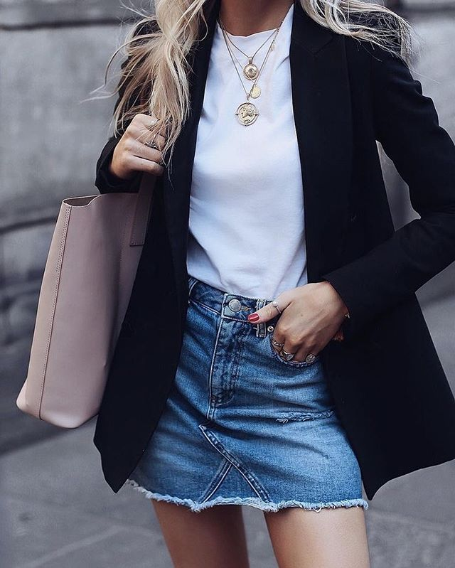 Do you know what staple item you should have in your wardrobe right now? One of them is the blazer...and don't worry, we've given you enough time to get one in time for the weekend! Whether you prefer a more classic colour or a heritage inspired check, you can get this seasons chicest looks by heading over to our blog now and checking out our latest post....***LINK IN BIO*** ______________________________________________________ - - - - - - #trendingnow #trends #h&m #blazers #trendyblazers  #whattowear #stylistpick #styleadvice #styletips  #newblog #blog #blogpost #linkinbio #luxuryfashion #luxurydesigners #designer #luxuryretailer #highstreetbrands #highendtohighstreet #stylist #goodmorning #howtoshopthehighstreet #fashionstylist #personalstylist #personalshopper #stylistsandshoppers #carlenenoelstylist #thursday #news @carlenenoelstylist