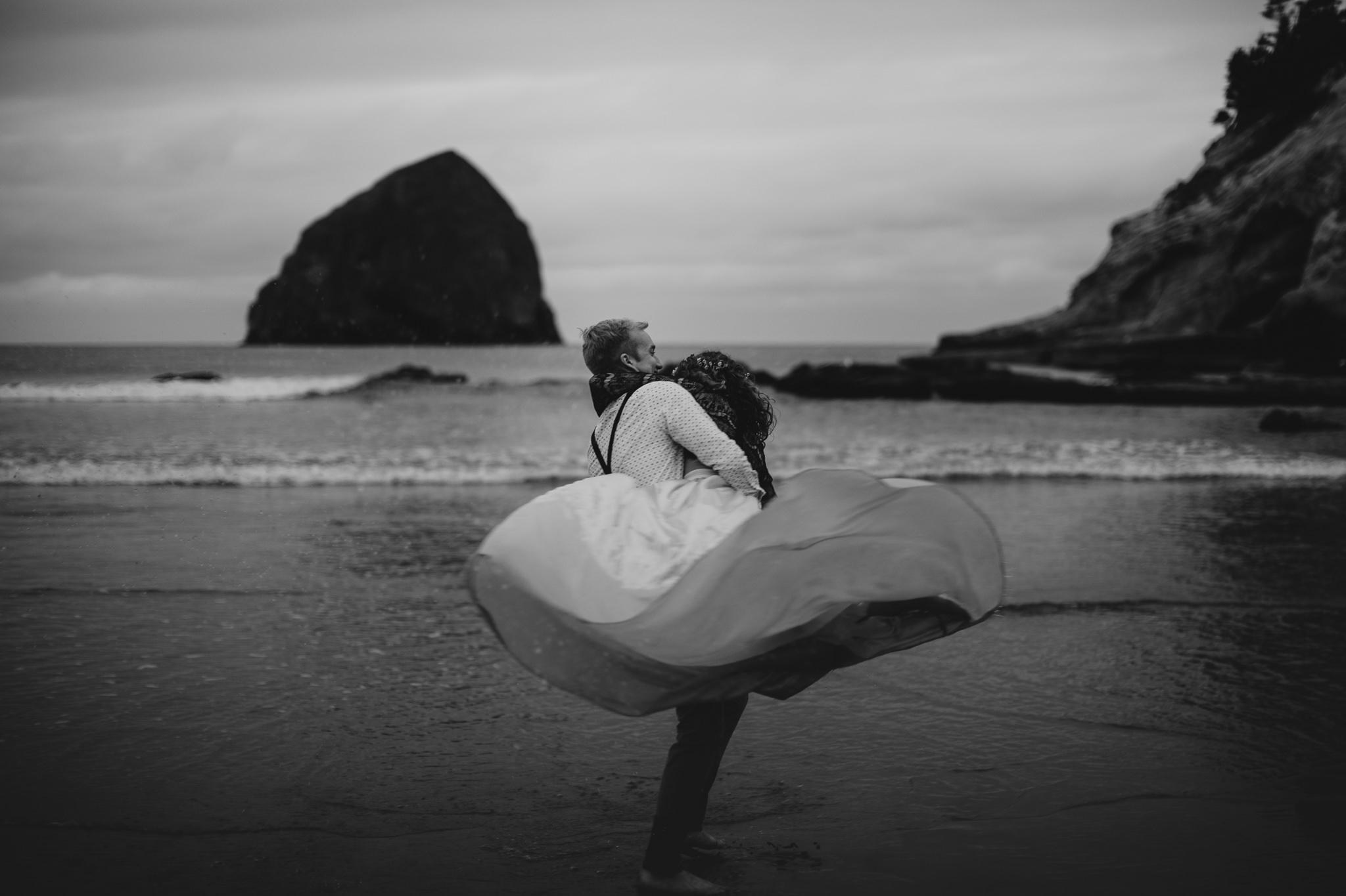 Cape Kiwanda - Elopement - Oregon - Wedding Photographer - Pat Cori Photography-83.jpg
