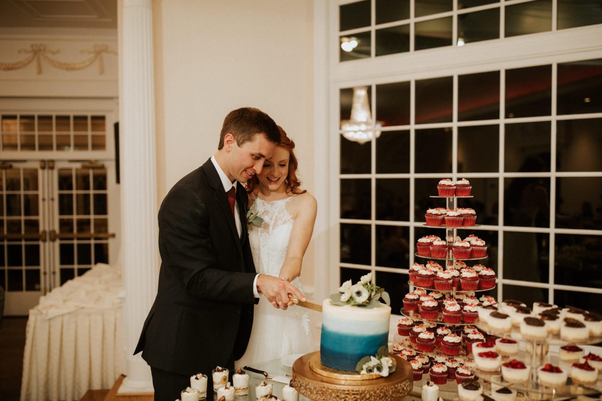 84_West Manor Estate Weddings - Pat Cori Photography-186_VirginiaWeddingPhotographer_WestManorEstate_Weddingvenue_Cakecutting.jpg