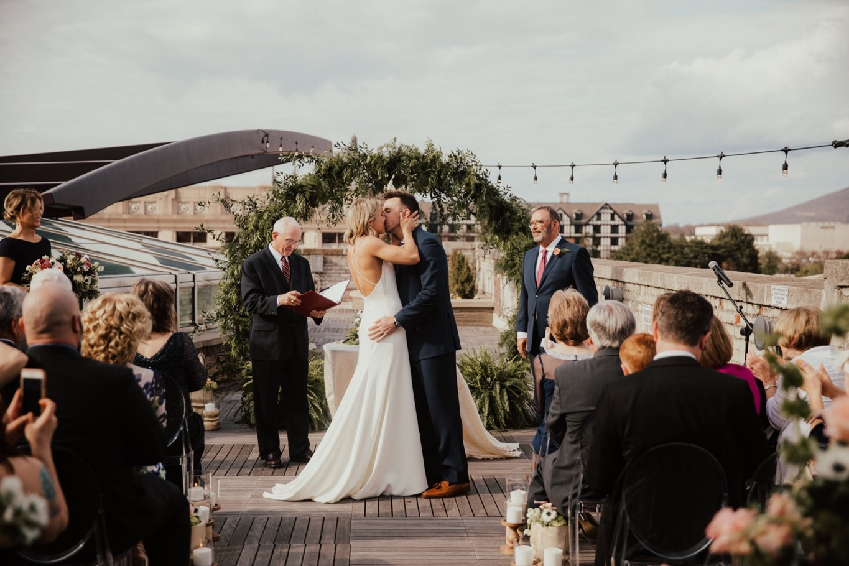 49_The Penthouse - Pat Cori Photography - Virginia Wedding Photographer-100_Wedding_Ceremony_PatCoriPhotography_roanoke_rooftop_thepenthouse.jpg