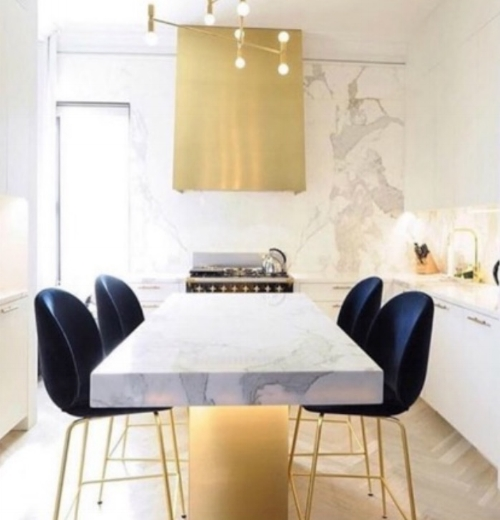 2. Dine in Kitchens ~ photo via @sheerluxe - Kitchens are now the centerpiece of home, not just a place to prepare meals. Homeowners are not just looking for a functional kitchen anymore; they are looking to design a space with a creative flair where more time is being spent. It comes as no surprise that kitchens and dining rooms are becoming one.