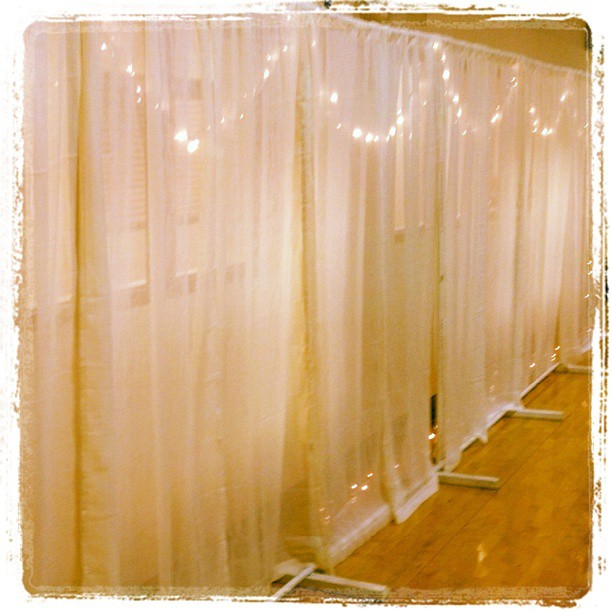 Crinkle White Curtain Backdrop