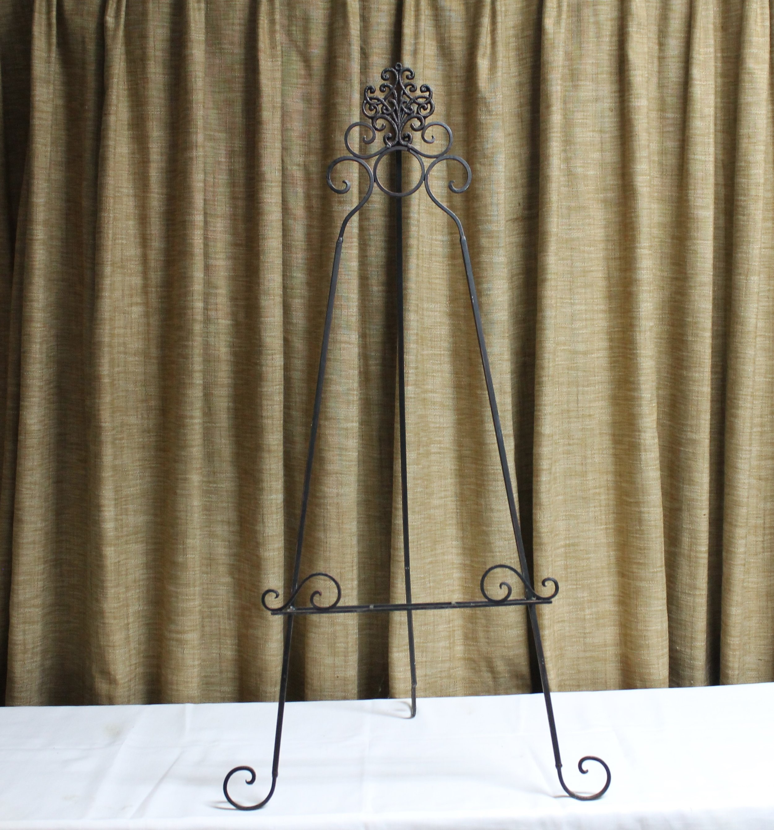 Tabitha: Black Iron Table Top Easel