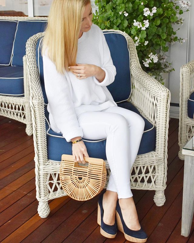 This sweater is my new summer staple for breezy beach nights and it's only $68 (@525america from @tuckernuck)! It took me from day straight to dinner soirée!