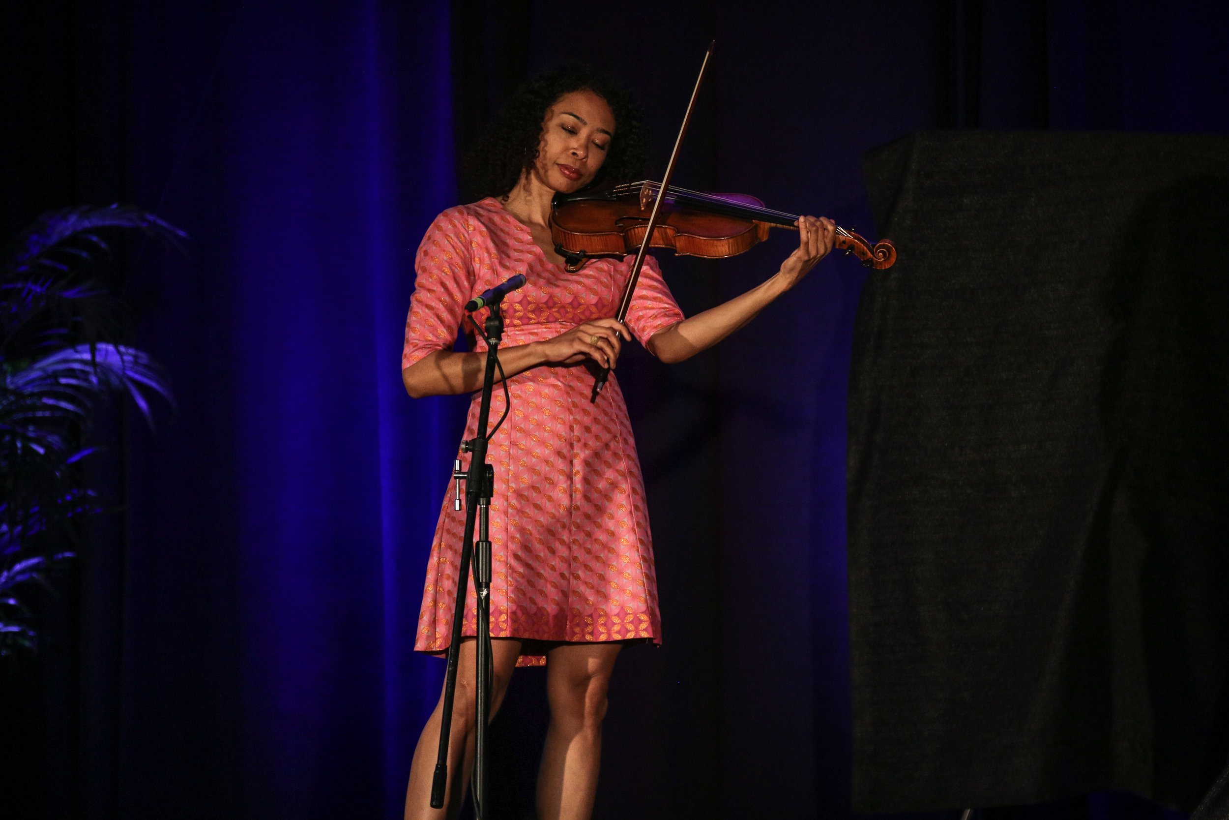 Orchestral soloist Nokuthula Ngwenyama performs her piece dedicated to Sen. John McCain