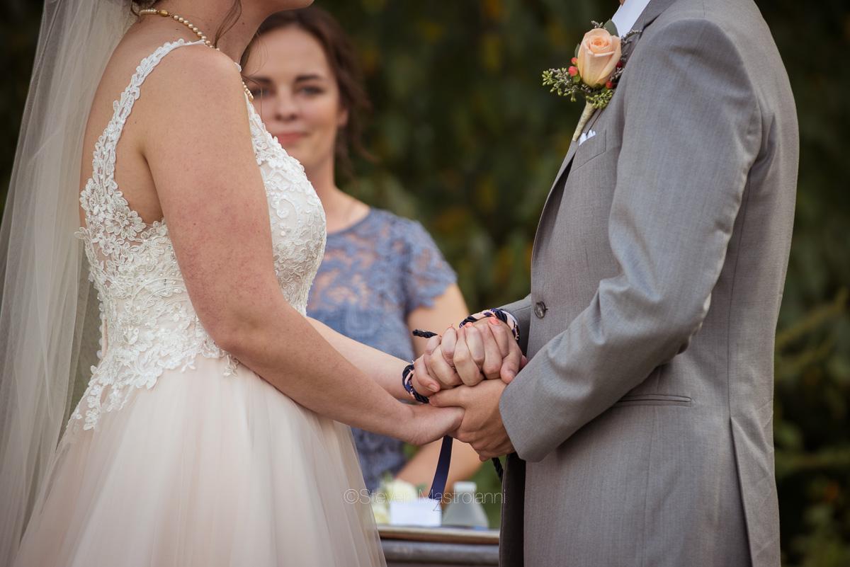 farm-wedding-photos-cleveland-photographer-mastroianni (24)