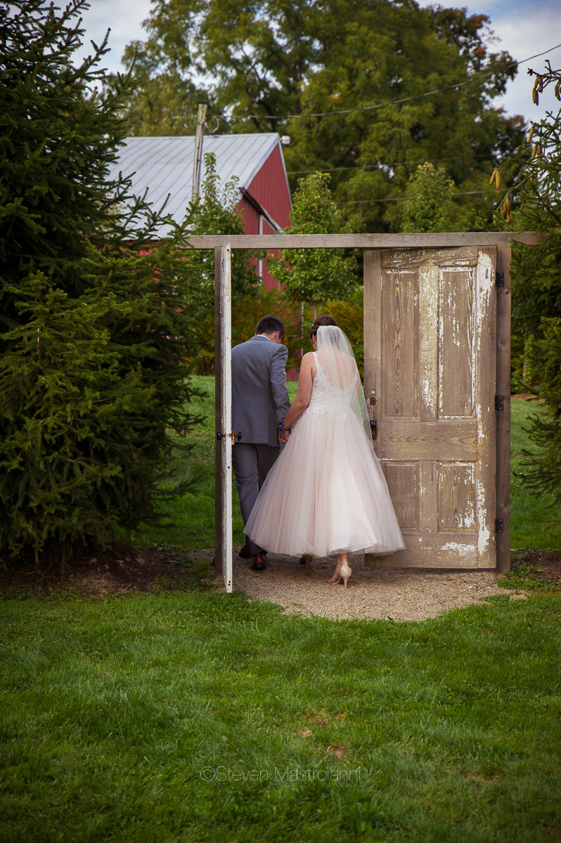 farm-wedding-photos-cleveland-photographer-mastroianni (22)