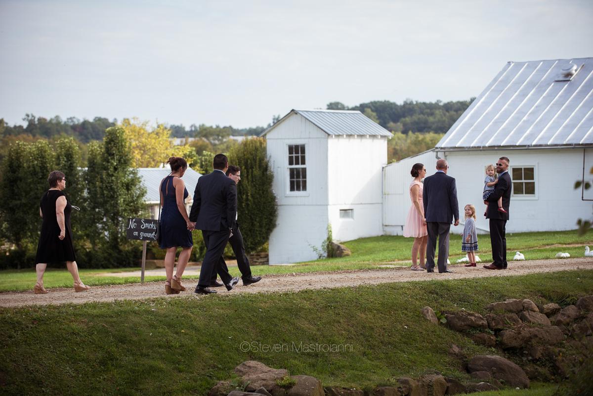 farm-wedding-photos-cleveland-photographer-mastroianni (21)