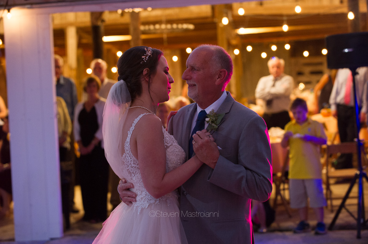farm-wedding-photos-cleveland-photographer-mastroianni (5)