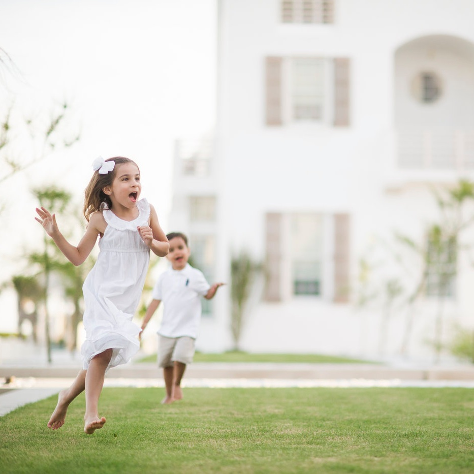 alys beach photographer photo session with playing children