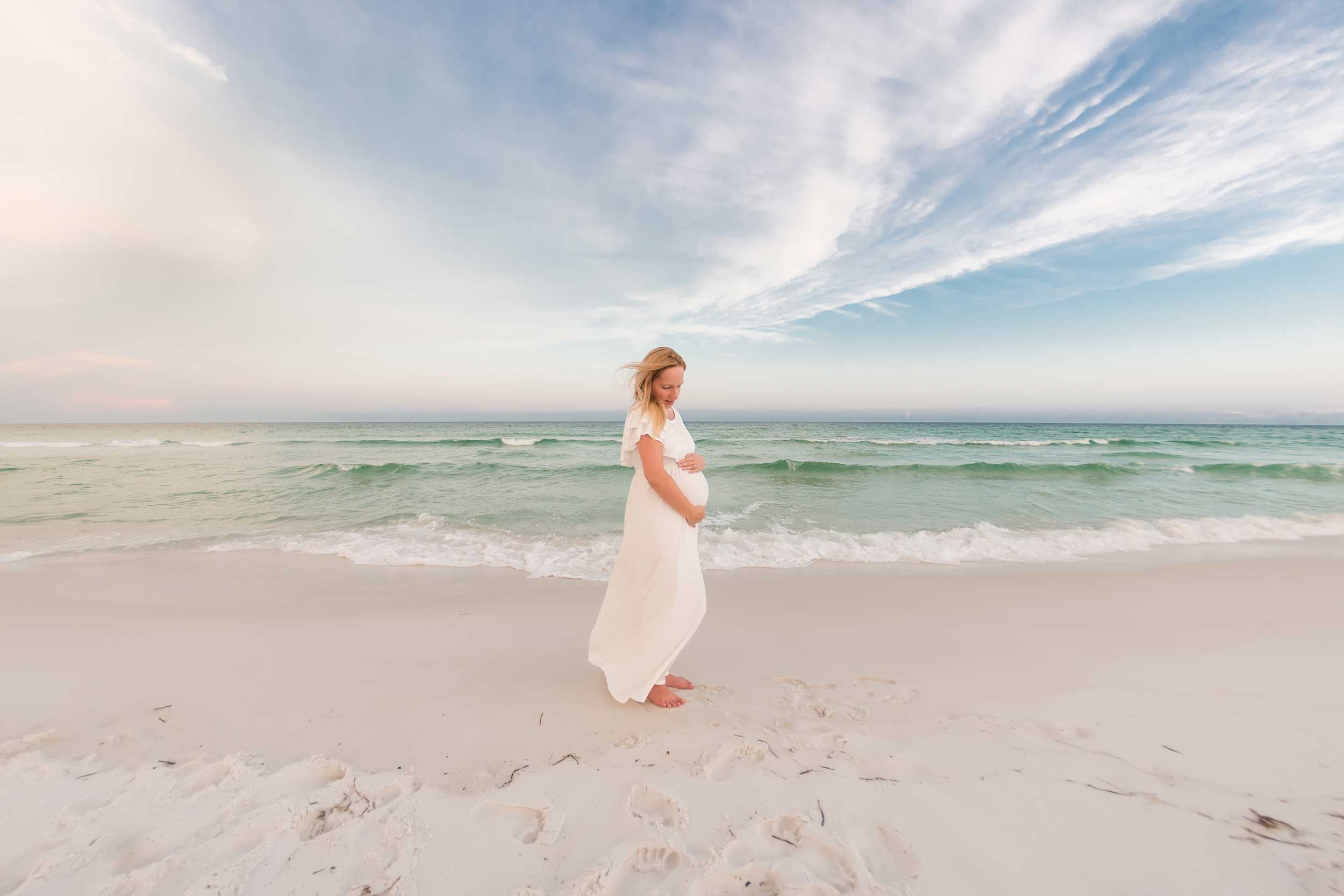 pregnancy photograph of woman on florida beach