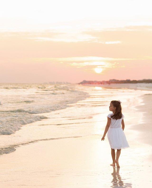 This sunset makes any Monday a good one! . . . . . #sunset #wavephotobyaislinnkate #professionalphotography #beachphotographer #kidsphotographer #beach #waves