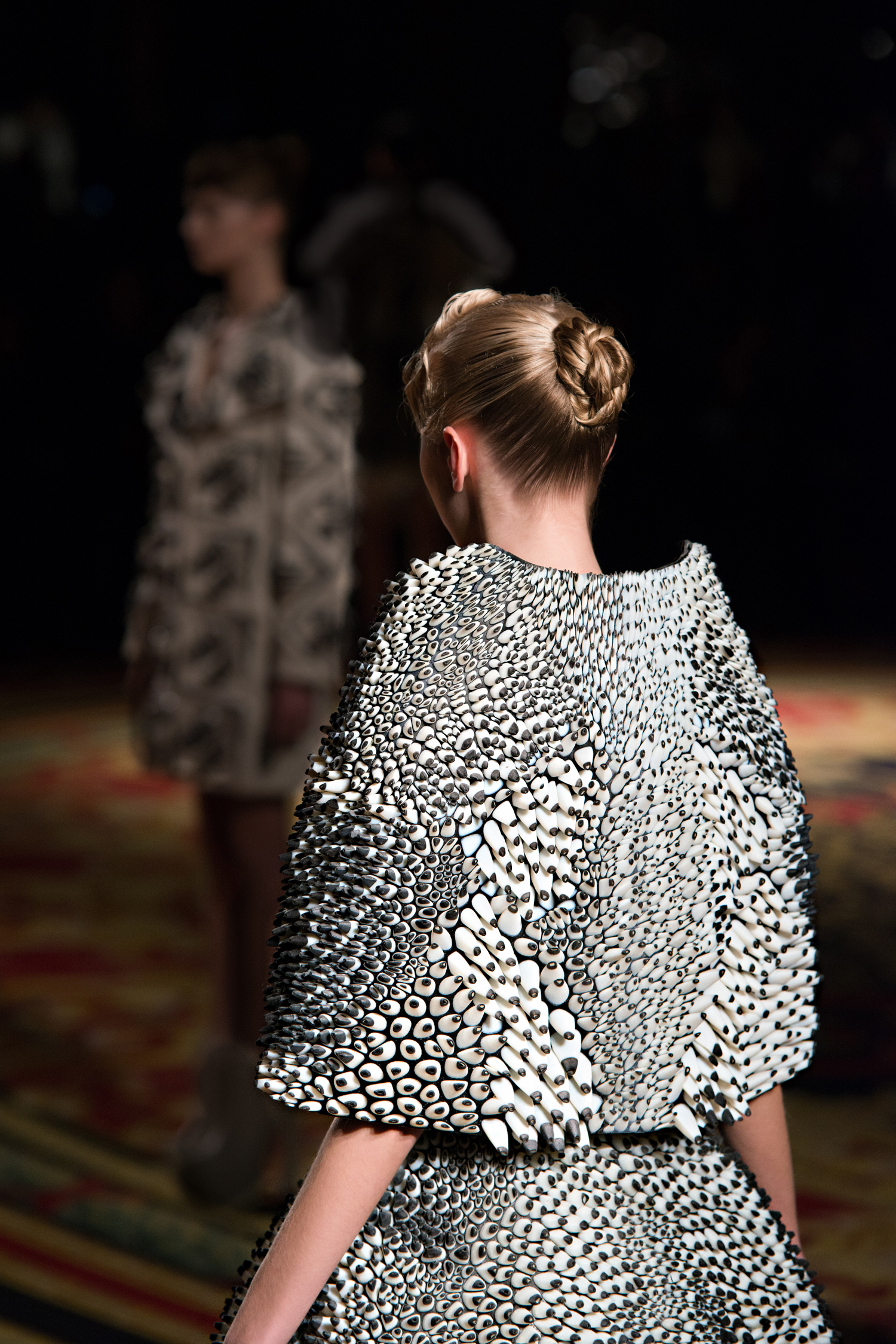 Stratasys-3D-Printed-Cape&Skirt-with-Objet-Connex-Multi-material-3DPrinted-Technology4_300dpi.jpg