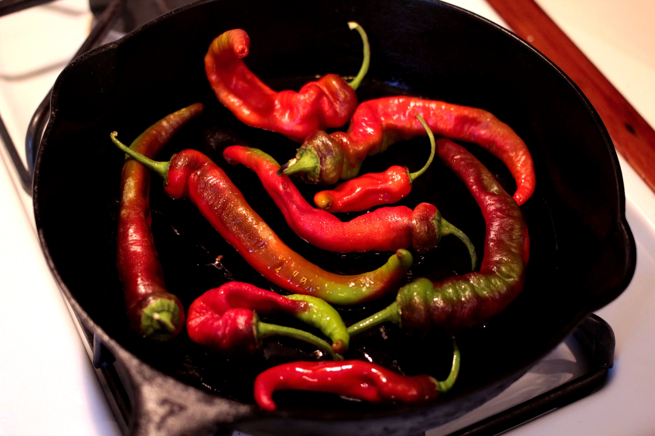 A single, uncrowded layer of peppers.