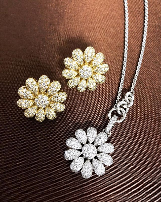 Sunshine on a rainy LA day✨🌻💎💧 #normancovan #holiday2018 ・・・ . . . . #love#diamond#flower#daisy#earrings#necklace#details#18k#gold#whitegold#yellowgold#beautiful#bridal#bride#diamonds#gorgeous#chic#sparkle#bling#handmade#jewelry#losangeles#jeweler#everyday#luxury#luxurylife#finejewelry#madeinla