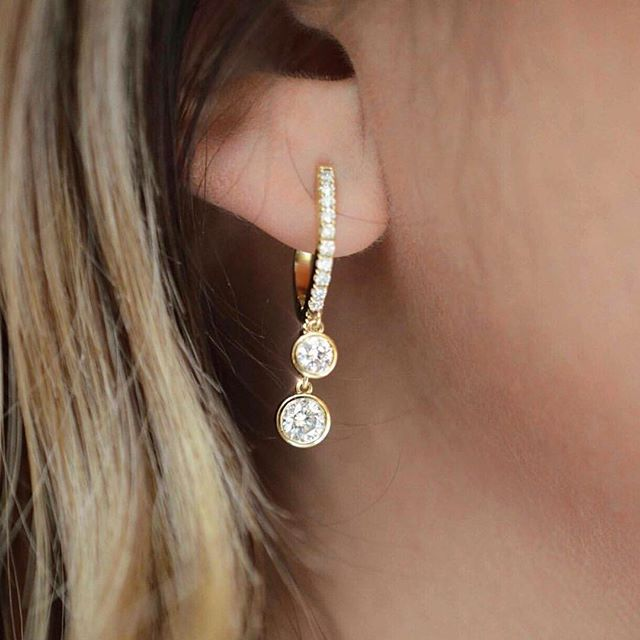 One very special stocking stuffer🥰🎄💎✨ #Repost @hellerjewelers #normancovan #holiday2018 ・・・ . . . . #holidays#love#diamond#earrings#details#18k#gold#yellowgold#beautiful#bridal#bride#engaged#diamonds#gorgeous#chic#sparkle#christmas#bling#handmade#jewelry#losangeles#jeweler#everyday#luxury#luxurylife#finejewelry#madeinla