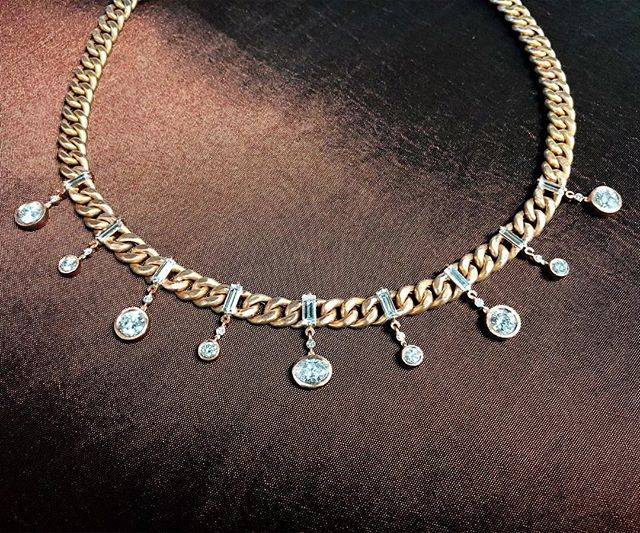 Next level ✨💎💣 #normancovan #2019collection ・・・ . . . . #love#diamond#chain#necklace#details#18k#gold#rosegold#beautiful#baguette#diamonds#gorgeous#chic#sparkle#bling#bridal#bride#engaged#handmade#jewelry#losangeles#jeweler#everyday#luxury#luxurylife#finejewelry#madeinla