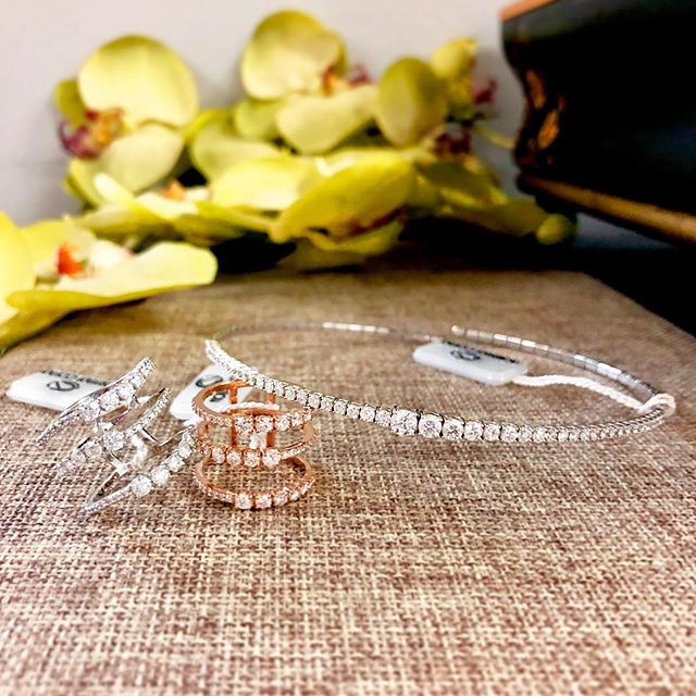Step into my jewelry box 💕 #NormanCovan #Diamonds ・・・ . . . .  #love#perfect#necklace#choker#ring#diamond#details#18k#gold#whitegold#chic#bride#beautiful#bridal#engaged#diamonds#gorgeous#sparkle#bling#handmade#jewelry#losangeles#jeweler#everyday#luxury#luxurylife#finejewelry#madeinla