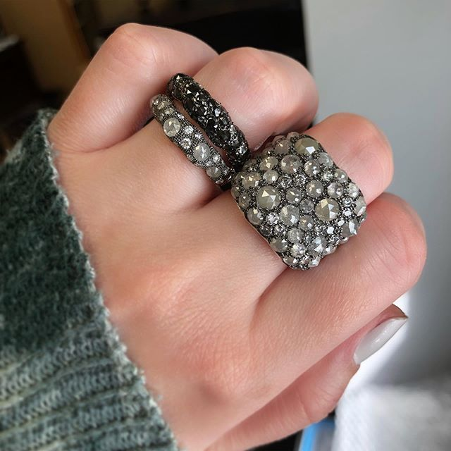 Rock candy💎Natural rustic diamonds💫 #NormanCovan #Diamonds ・・・ . . . . #love#grey#natural#diamond#rustic#rings#details#18k#gold#whitegold#ring#chic#bride#beautiful#bridal#fashion#gorgeous#sparkle#bling#handmade#jewelry#losangeles#jeweler#everyday#luxury#luxurylife#finejewelry#madeinla