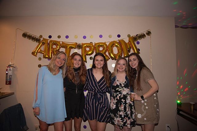 Highlight from Art Prom put on by Kappa Pi! pc: @funkyartfunk 📸 💃 . . . . #udartanddesign #artprom #prom