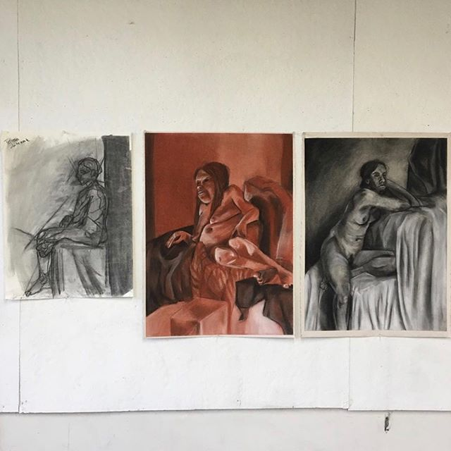 Part of @tessajatczak.art portfolio for her final critique in Drawing II. ✍️ . . . . . #udartanddesign #figuredrawing #udaytonfoundations #udaytonfinearts