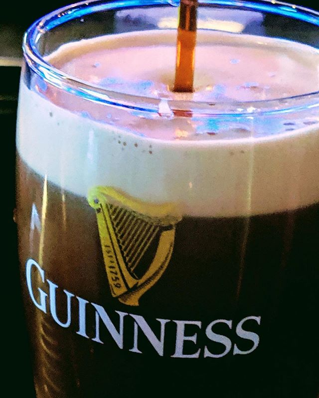 Guiness time at Amrheins  #amrheins #bostonfood #bostonfoodies #southie #southboston #bostoneats #bostonsbestresteraunt #eaterboston  #bostonfoodjournal #top_boston_restaurants  #spoon_boston #bostonpropereats #foodiesinboston #livetofood #bostonmagazine #boston_pick #eastcoastfoodies #guiness #guinessbeer
