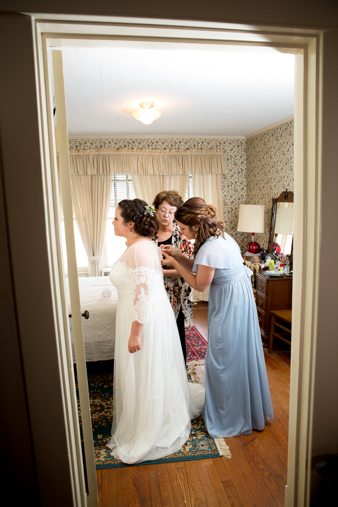101 studio llc -Bride getting ready 3.jpg