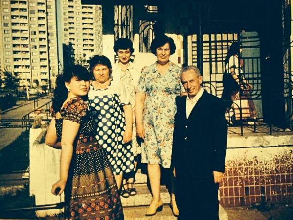 totya anya, babushka luba, mama, babushka polya, dedushka venya, minsk 1981