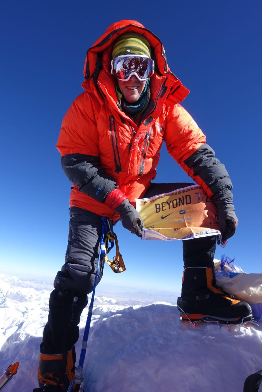 Colin w: Flag 2 - Everest Summit.JPG