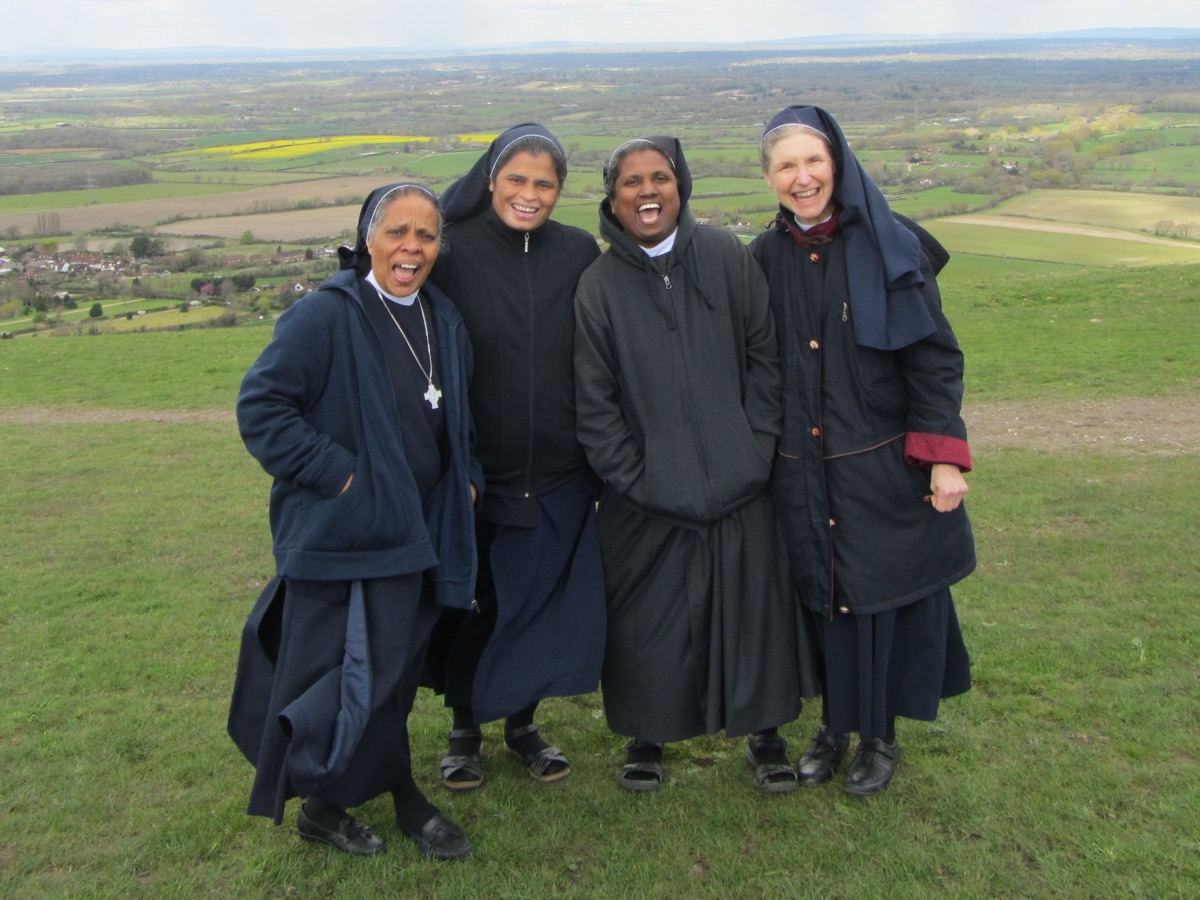 Community Life   As Grace and Compassion Benedictines we live in community under a superior and we pray, work, eat, celebrate, learn and grow together.