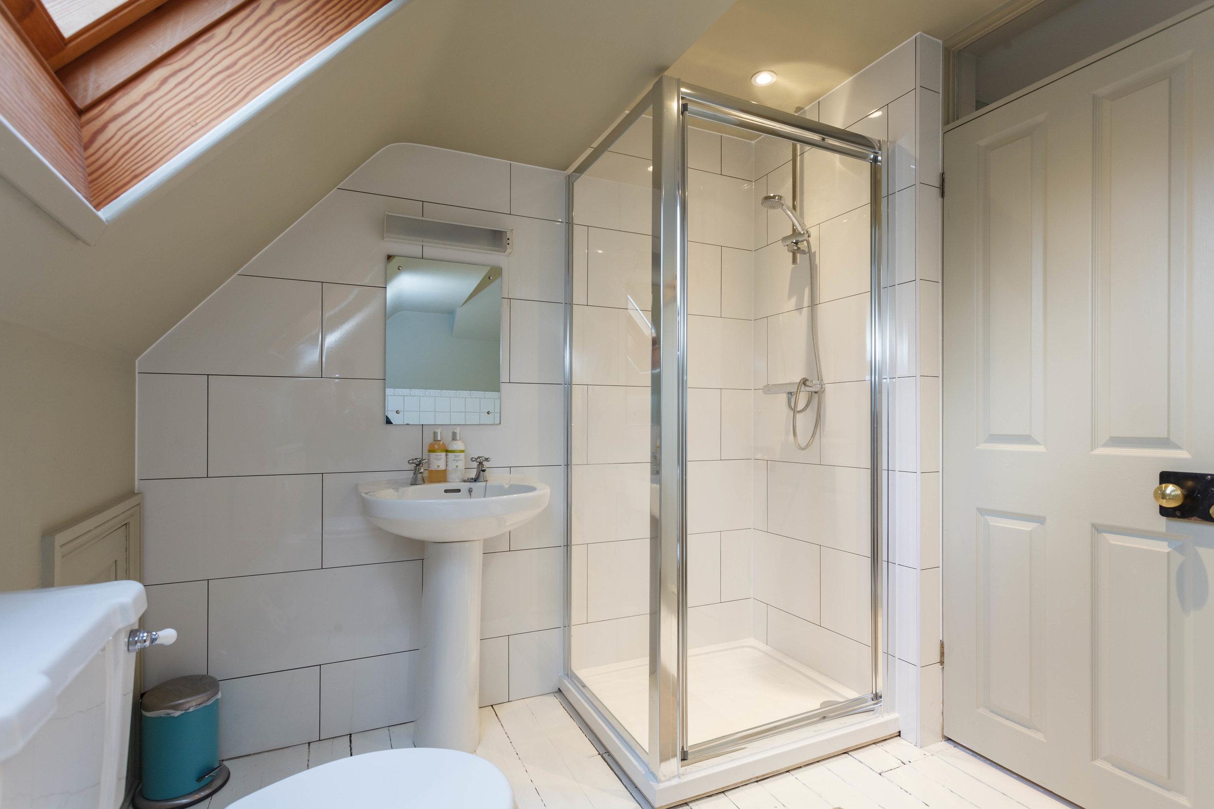 Bathroom 1 b.jpg