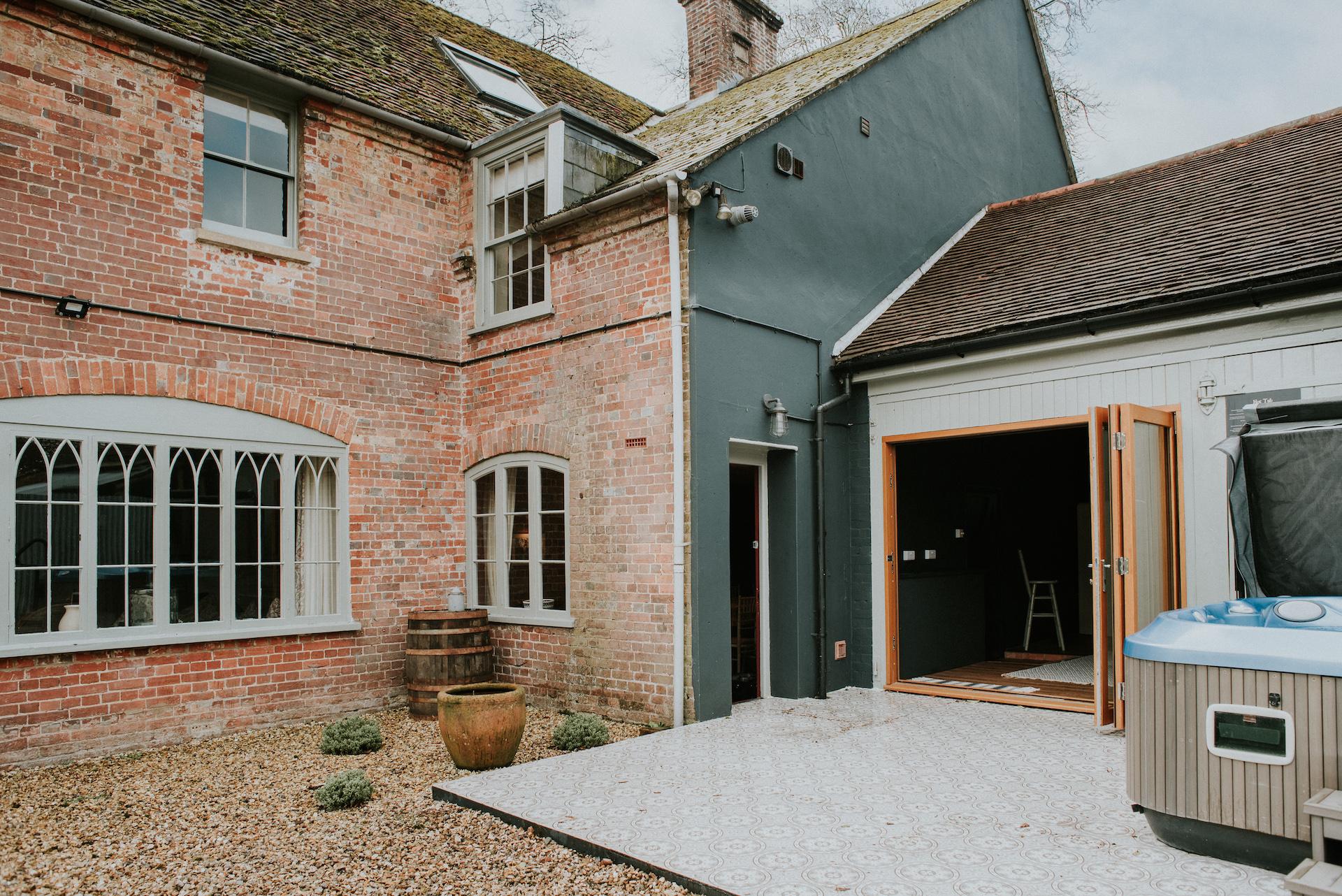 *11.1 002-deanscourt_gatehouse(C)EmmaDavenport.jpg