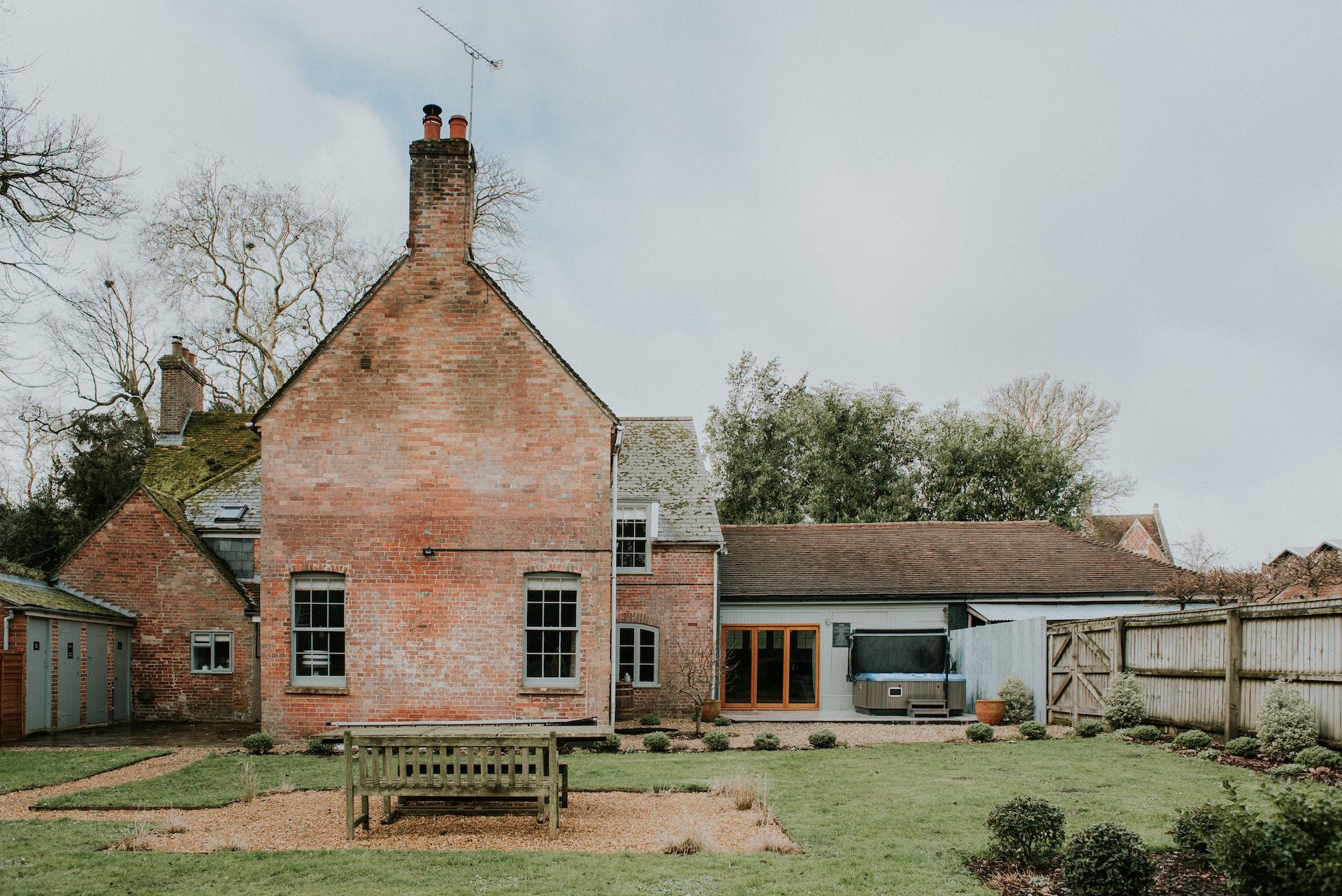 *12 001-deanscourt_gatehouse(C)EmmaDavenport.jpg