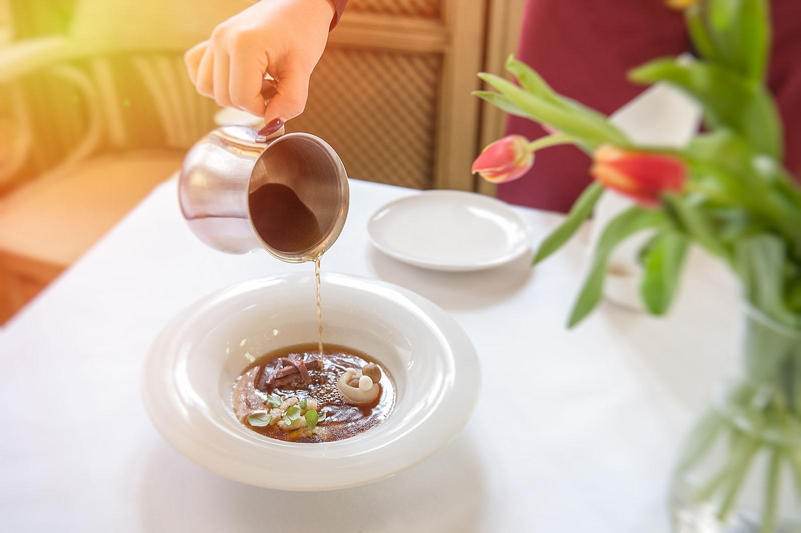 Zupa       Consome z cebuli  Żołądek gęsi  Kluski lane  Shimeji  Majeranek (1).JPG