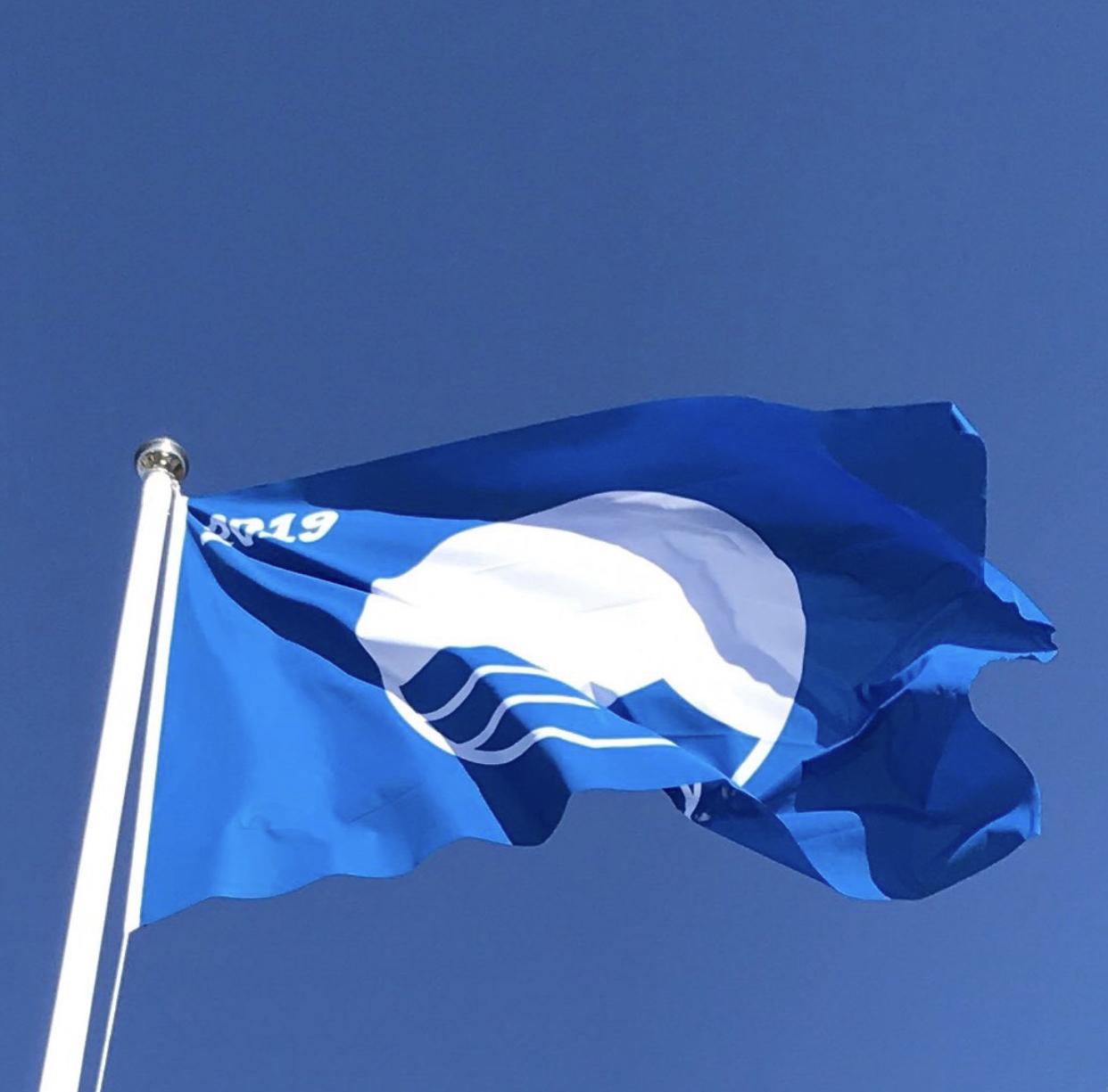 blå flagg.jpg