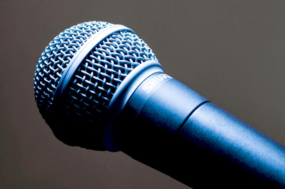 microphone-1716069_1920.jpg