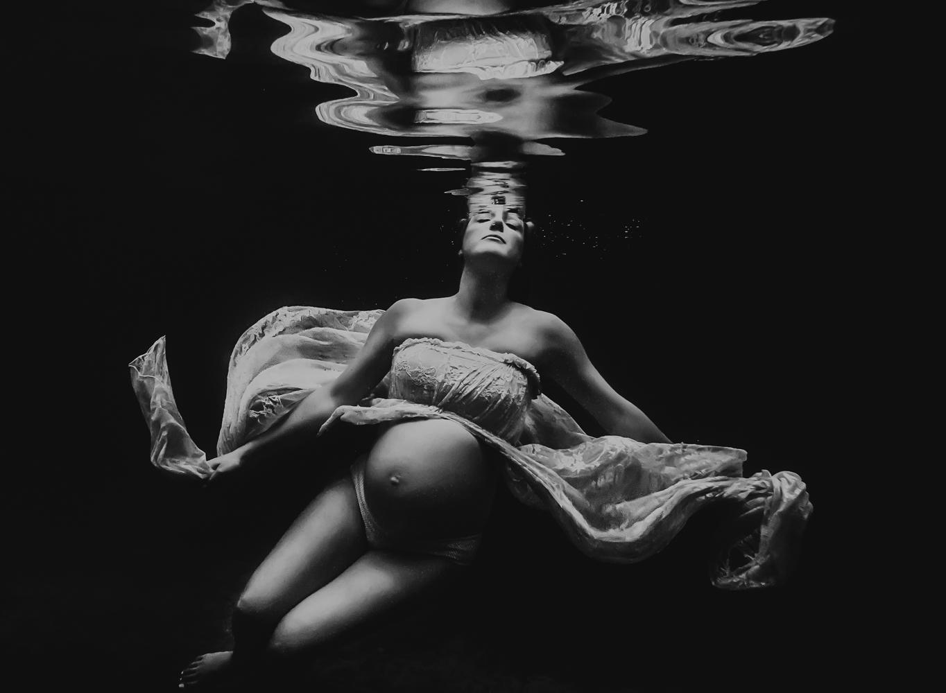 Kelly-Park-Maternity-Underwater-Maternity-Cooper-Erika-Reiner-Photography2 (67 of 77).jpg