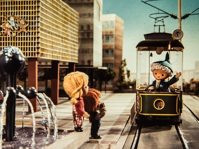 The eastern Sandmännchen takes a ride on the tram.